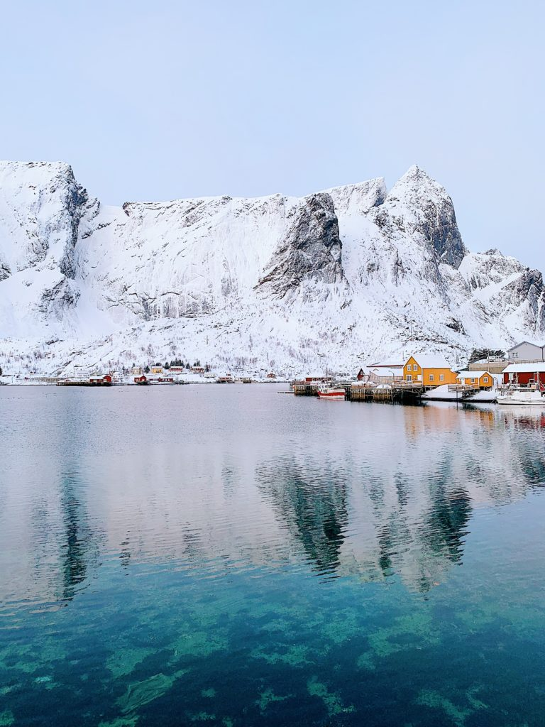 CE66B820-EFFC-4B3A-8E67-196F8B012172-768x1024 Winter Guide zu den Lofoten: Top 10 Orte