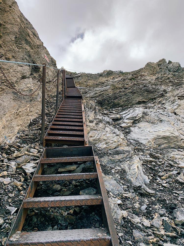 LAAX-Sommer-Wandern-Naturellymichaela_1-10 Sommer in Graubünden – Natur, Abenteuer & Greenstyle in der schönsten Bergregion