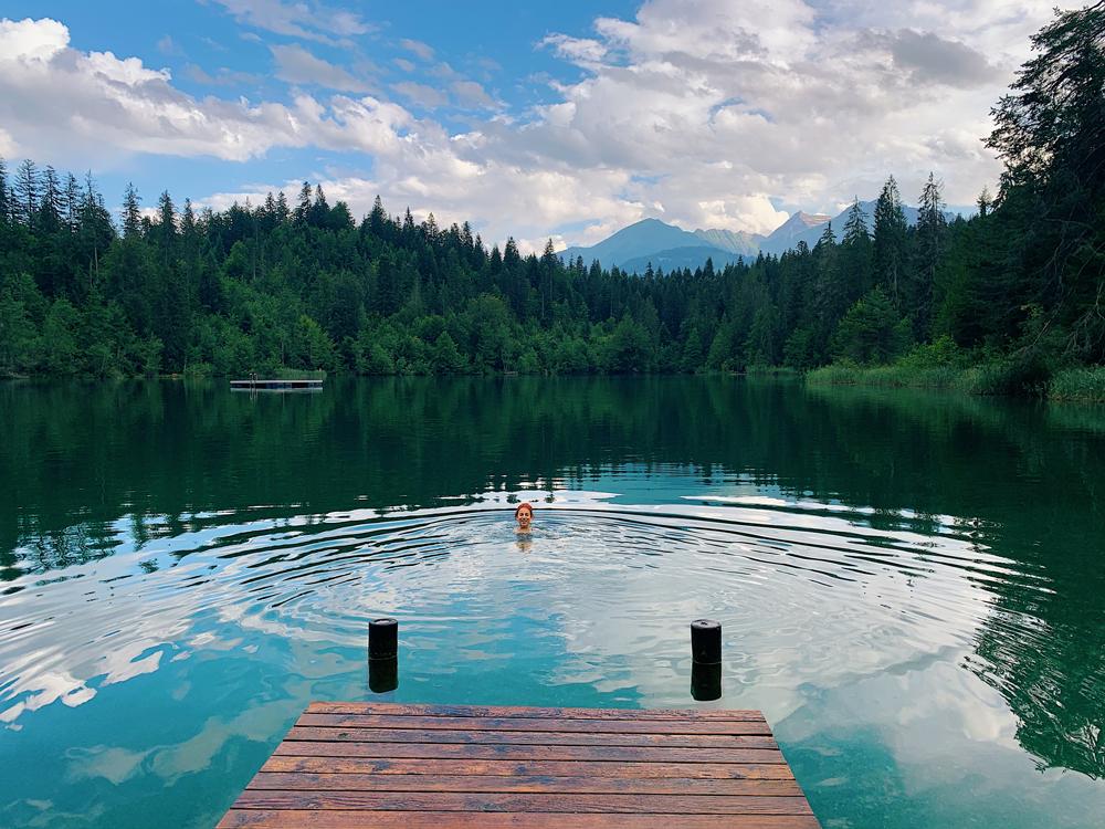 LAAX-Sommer-Wandern-Naturellymichaela_2 Sommer in Graubünden – Natur, Abenteuer & Greenstyle in der schönsten Bergregion