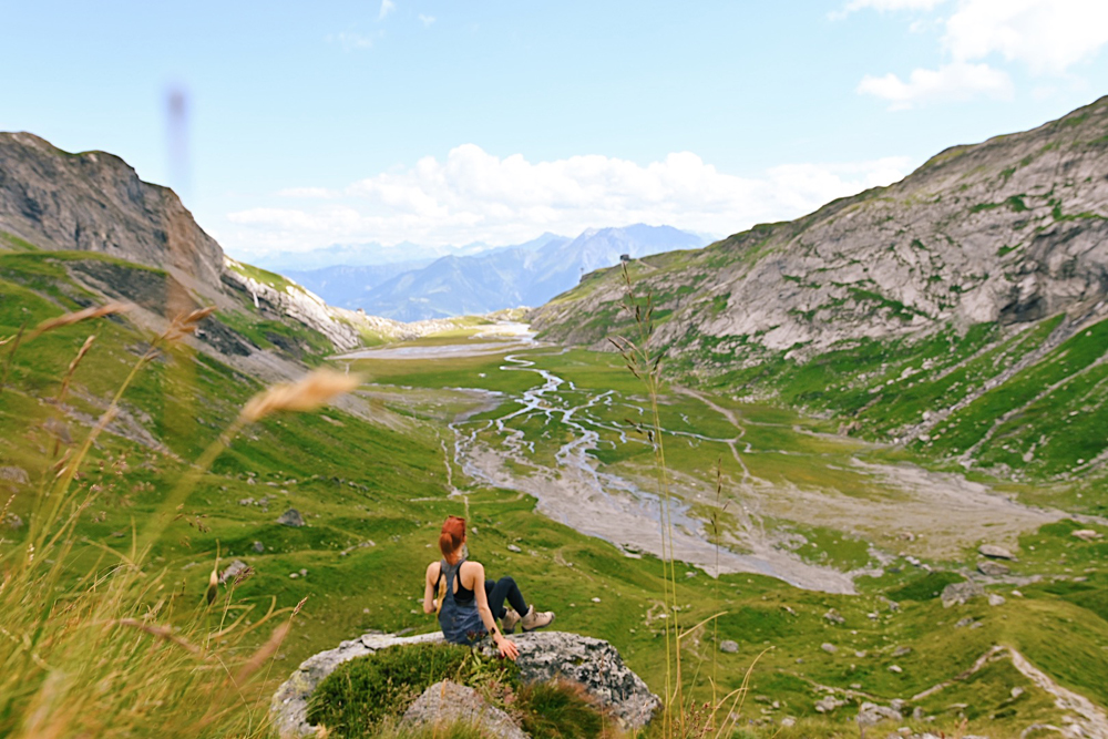 LAAX-Sommer-Wandern-Naturellymichaela_3 Summer in Grisons: Nature, adventure & Greenstyle in the most beautiful mountain region