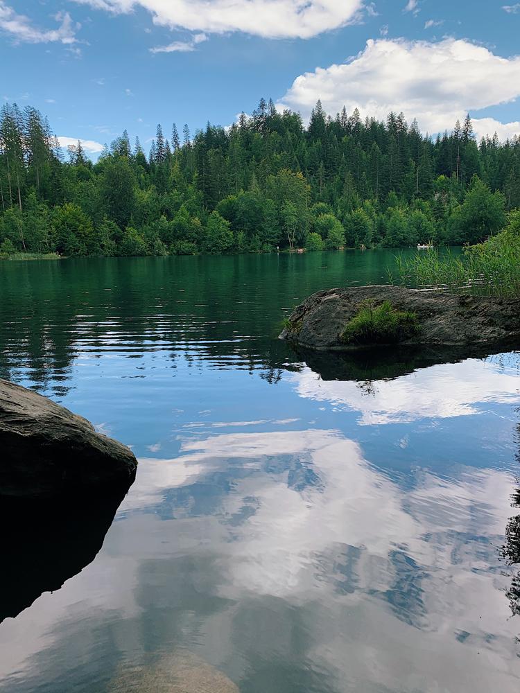 LAAX-Sommer-Wandern-Naturellymichaela_30-2 Sommer in Graubünden – Natur, Abenteuer & Greenstyle in der schönsten Bergregion